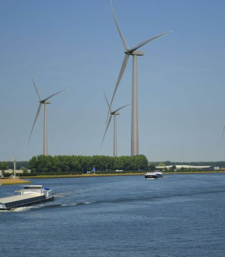 Actiecomité tegen windturbines bij Sas van Gent stopt, 'ons doel is bereikt'