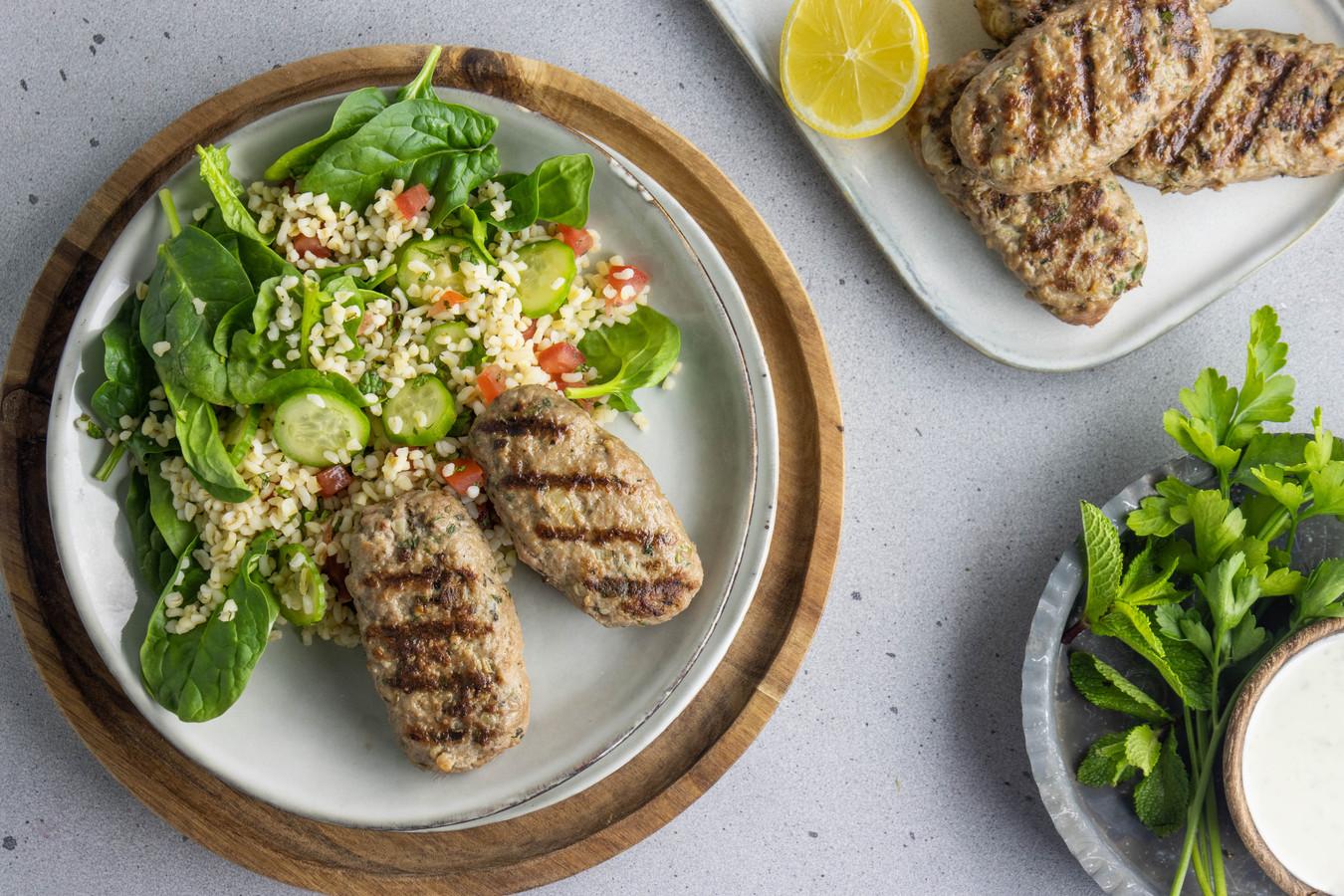 Köfte met een frisse salade.
