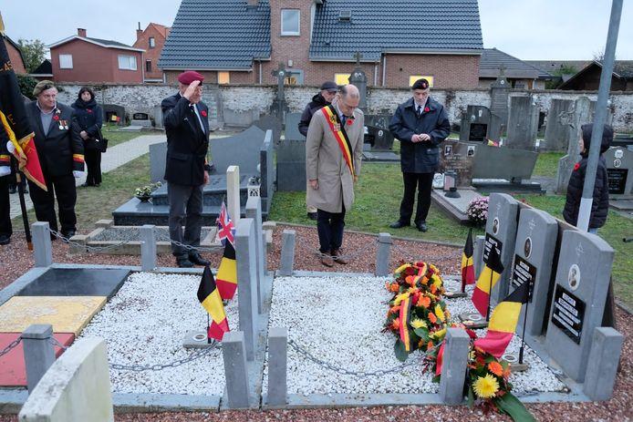 Voor de drie verzetshelden vond een eerbetoon plaats op het kerkhof van Boekhoute.