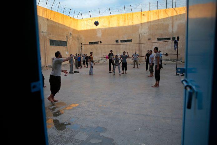 Een archiefbeeld uit de Chirkin-gevangenis in Qamishli, waar strijders van Islamitische Staat (IS) uit meer dan zestig landen zitten.