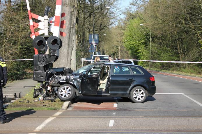 Een trein ramde een auto bij Ermelo.