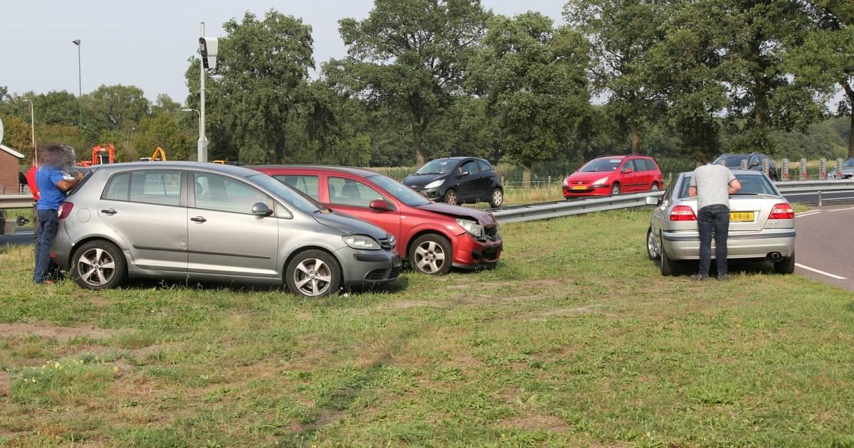 Reeks ongevallen op N35 bij Wierden: 9 autos beschadigd.