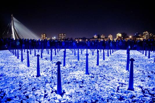 Het kunstwerk Levenslicht van Daan Roosegaarde, zoals het op 16 januari in Rotterdam werd gepresenteerd. Daar had het een diameter van 20 meter.