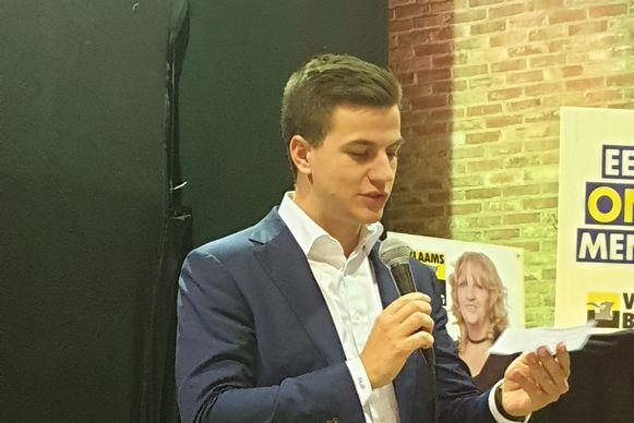 Dries Van Langenhove houdt een toespraak in zijn thuisbasis Opwijk.