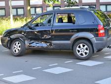 Taxi en auto tegen elkaar gebotst in Breda