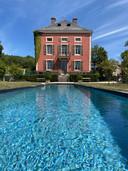 """Une fois dans le """"bassin de nage"""" du Château de Courban, vous vous ne jurerez plus que par la Bourgogne"""