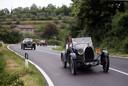 Een uit 1929 stammende Bugatti T40 op koers richting Citta della Pieve