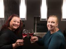 'Buurdinnen' Vanessa en Simone zien elkaar iedere dag: 'Ik mag zelfs op haar intieme bruiloft komen!'