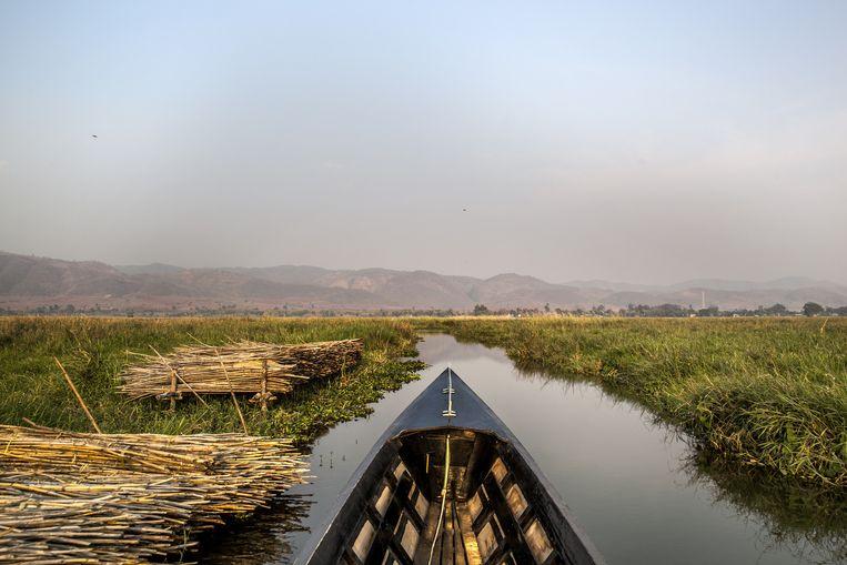 Het populaire Inlemeer is gelegen op een vruchtbare hoogvlakte, twee dagen varen van Pekon. Beeld Aurélie Geurts