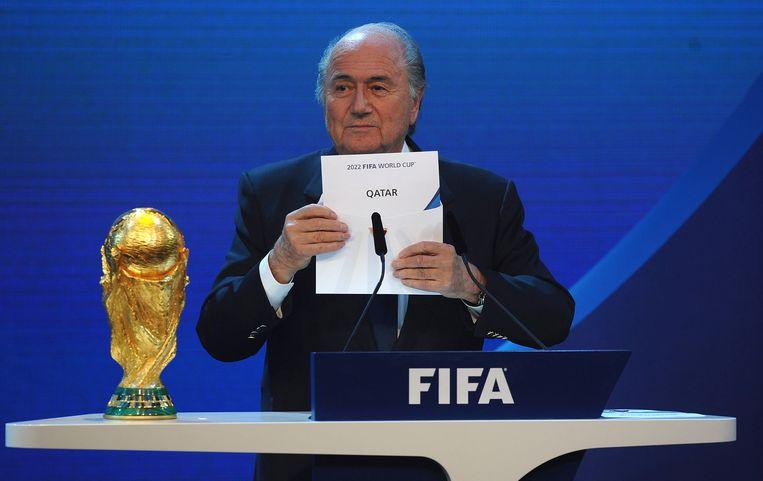 Archieffoto: Gewezen FIFA-voorzitter Sepp Blatter maakt bekend dat het WK in 2022 plaatsvindt in Qatar. Beeld getty
