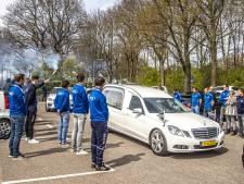 Klaterend applaus als laatste eerbetoon aan Bert Muller, onlosmakelijk verbonden met voetbalclub HTC