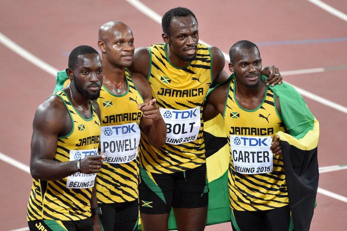 Nickel Ashmeade, Astafa Powell, Usain Bolt and Nesta Carter vieren het goud op de 4x100 meter op het WK in Beijing.
