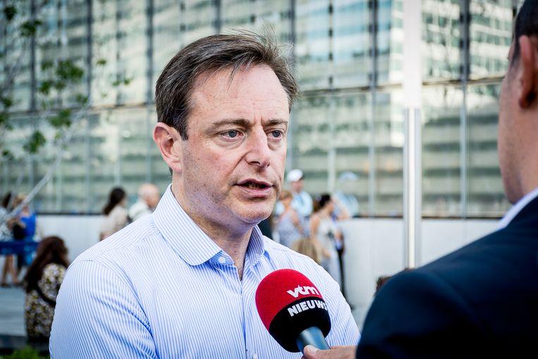 Bart De Wever tijdens zijn bezoek aan het 9/11 gedenkmonument in New York.