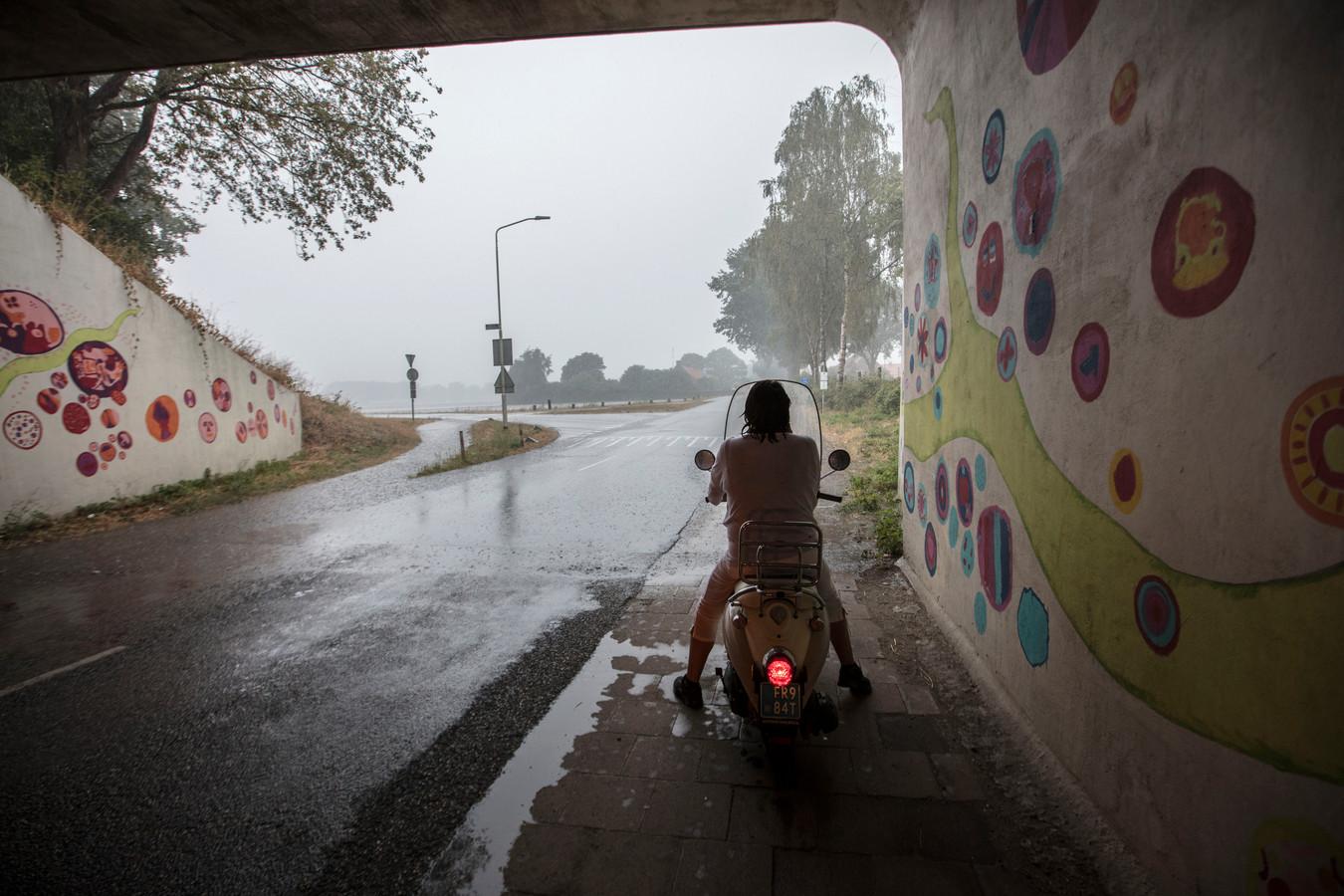 Hevige stortregen zorgt voor wateroverlast in de omgeving van Lierop.