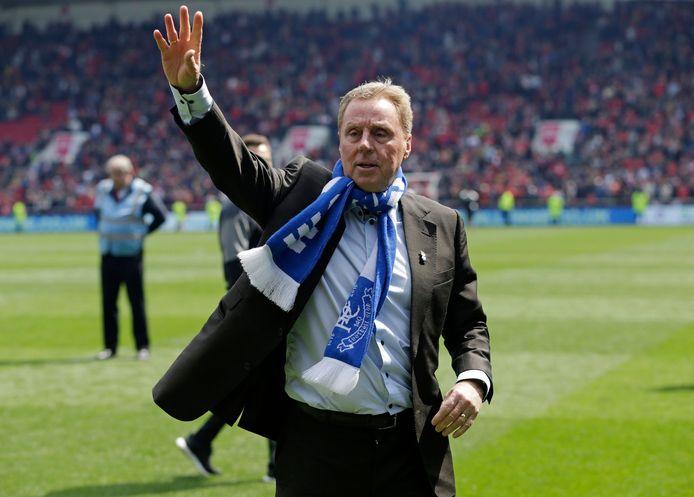 Harry Redknapp zwaait naar de fans van Birmingham City, nadat hij de club in het Championship heeft gehouden.