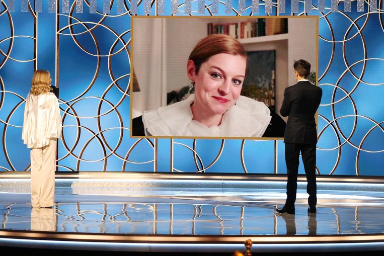 Emma Corrin, die prinses Diana vertolkt in het vierde seizoen van The Crown, bij de uitreiking van de Golden Globes. Beeld AFP