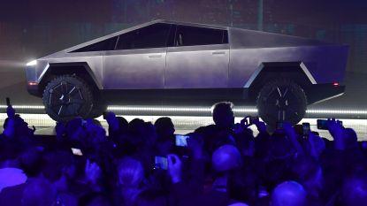 """Pijnlijk: Elon Musk onthult futuristische 'cybertruck' van Tesla, maar """"gewapend glas"""" gaat meteen stuk bij presentatie"""