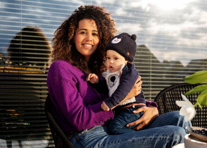 Tatyana Beloy met haar zoontje Wolf.