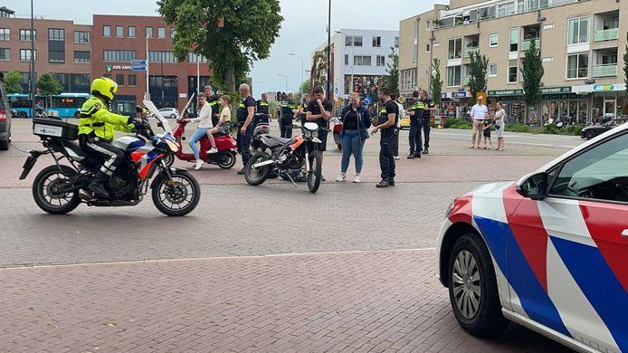 De politiecontrole was goed te zien, deze vond plaats voor het stadhuis in Doetinchem.