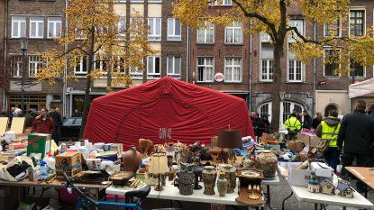 Bezoeker Vrijdagmarkt stuikt in elkaar en overlijdt