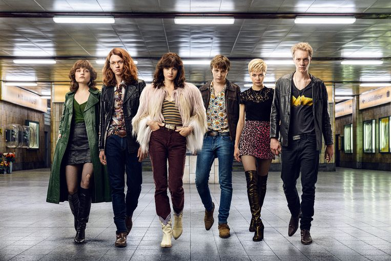 Zes jonge verslaafden staan centraal in dramaserie We Children From Bahnhof Zoo. Beeld Amazon Prime