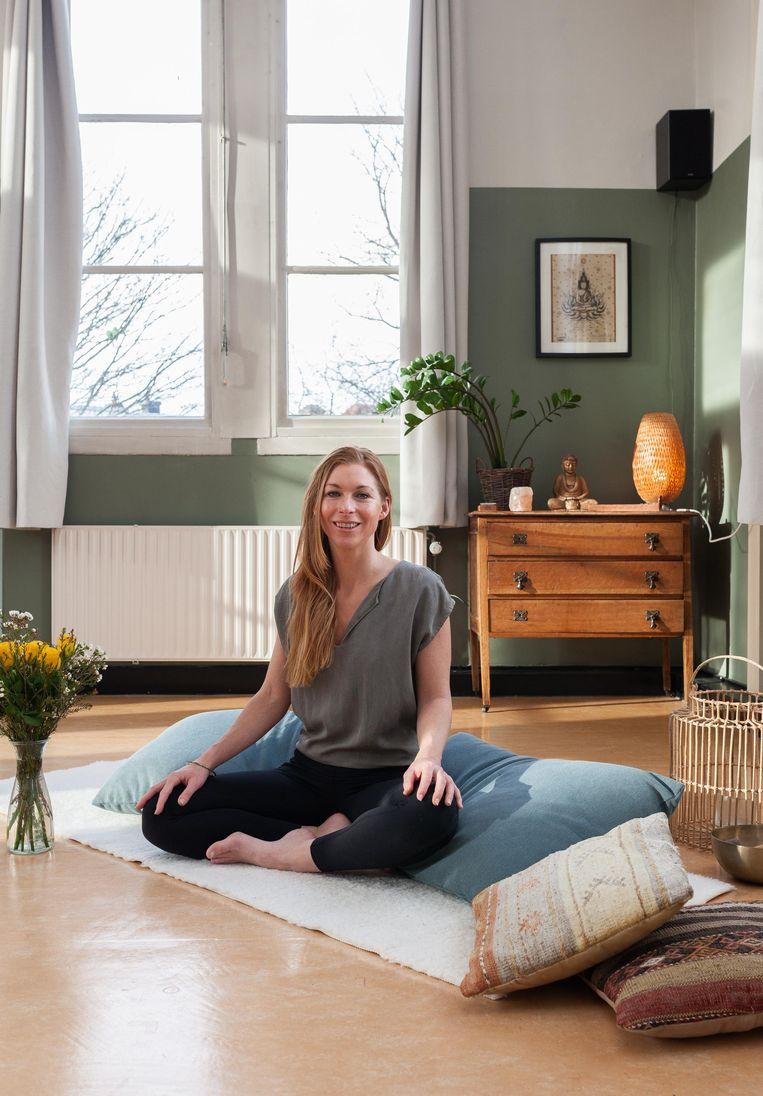 Esther van Voorst (39), mede-oprichter van Yogaschool Noord. Beeld Nina Schollaardt