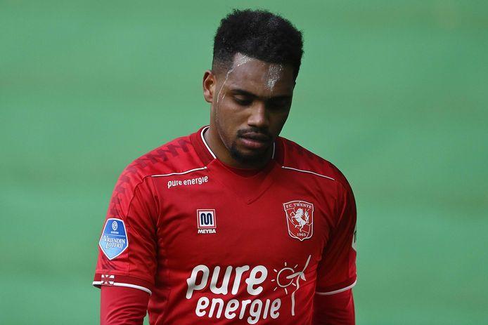 Het hoofd gebogen: de teleurstelling staat op het gezicht van Danilo geschreven na zijn wissel tegen FC Groningen.