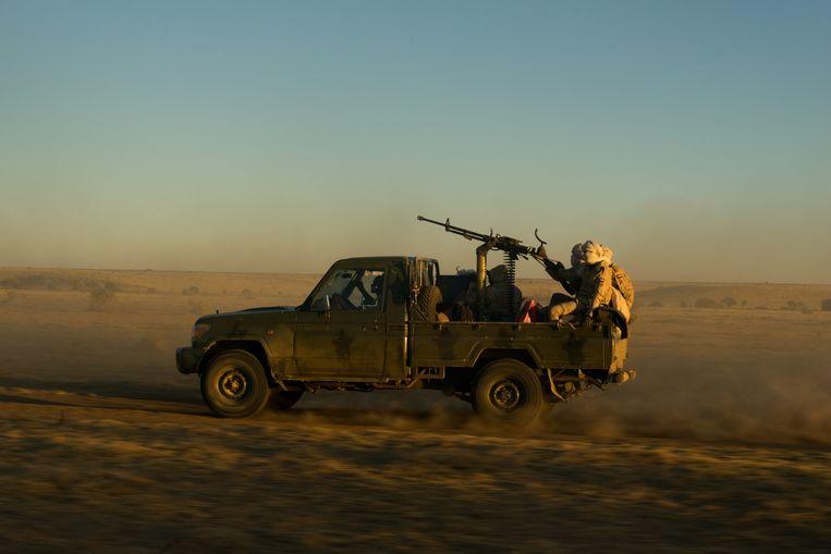 Rapid Support Forces onderweg van Kutum naar Zurrug. Beeld Klaas van Dijken