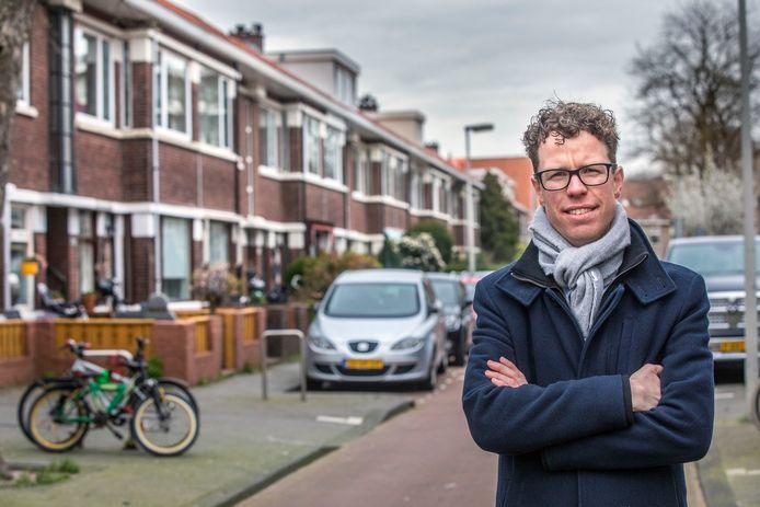 Wethouder Martijn Balster in de Soesterbergstraat.Hij gaat in die buurt het verkameren van huizen aanpakken. (Den Haag 18-03-20) Foto:Frank Jansen