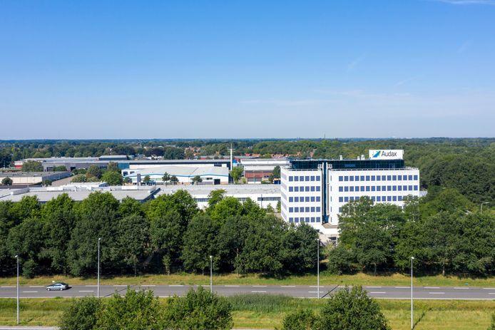 Het Audax-gebouw is geworden tot splijtzwam in de samenwerking tussen de gemeenten Alphen-Chaam, Baarle-Nassau en Gilze en Rijen. Het pand zou onderdak moeten bieden aan ambtenaren van de drie gemeenten, maar Baarle-Nassau is daar fel op tegen.