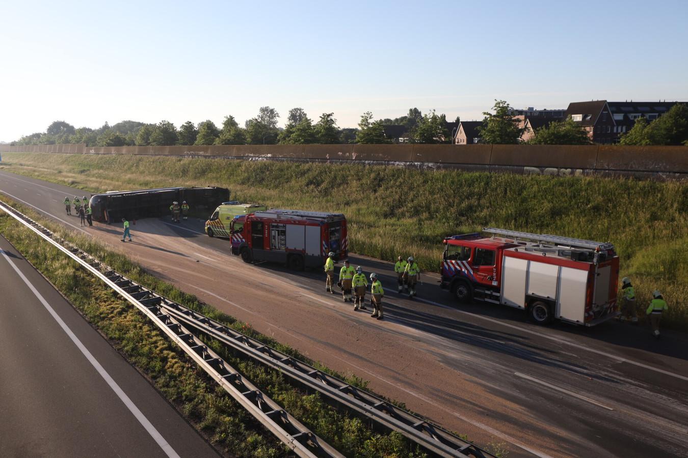 Vrachtwagen gekanteld op A50 bij Veghel.