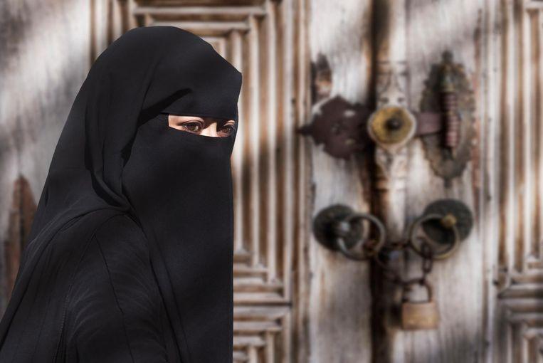 Een illustratief beeld van een vrouw in nikab. Ook Soraya E. droeg die volgens haar moeder.