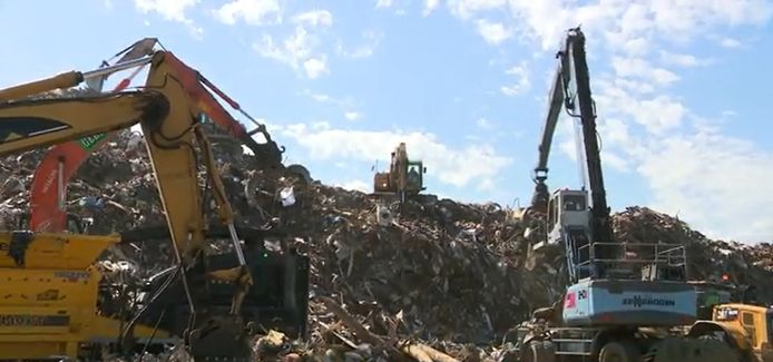 De enorme afvalberg in Wandre