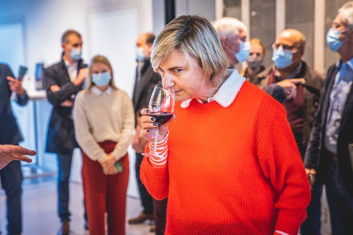 """Hilde Crevits houdt wel van een wijntje: """"En het liefst op het terras van Le Faso in Torhout."""""""