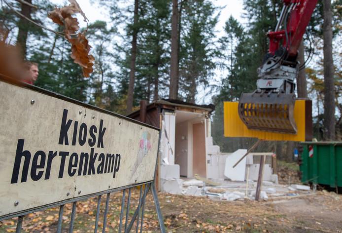 Vorig jaar november is de kiosk bij het hertenkamp aan de Dellenweg in Epe tegen de vlakte gewerkt.