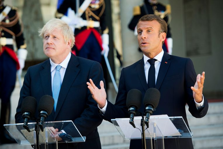 Boris Johnson op visite bij Emmanuel Macron. Beeld Photo News