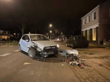 Bestuurder ramt geparkeerde auto in Hengelo