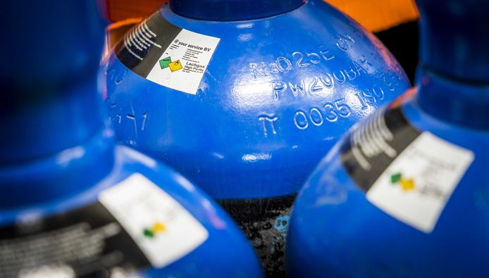 Foto ter illustratie. De politie heeft een lachgas tank gevonden in de auto.