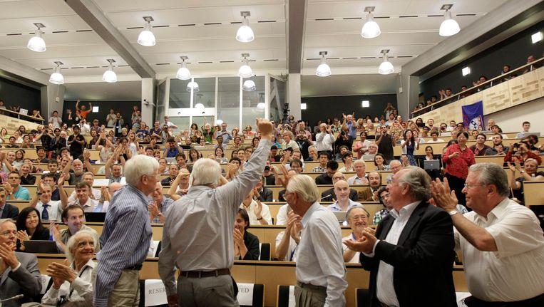 Applaus tijdens de persconferentie van het CERN. Beeld EPA