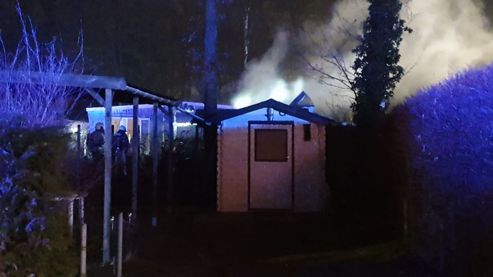 De stacaravan brandde uit op een camping.