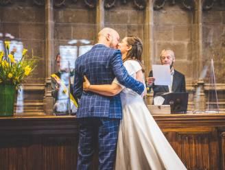 """Derde lockdown, maar geen derde uitstel van hun huwelijk: """"Het feest verschuiven we wel naar 2023, voor alle zekerheid"""""""