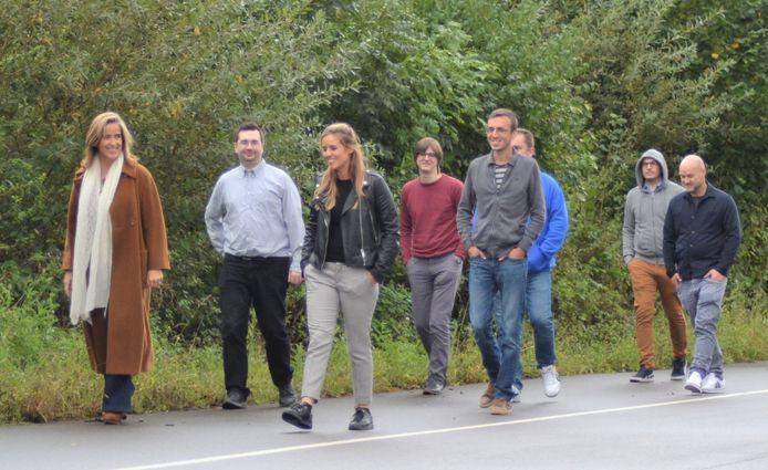 Enkele medewerkers van PeopleWare aan de wandel.