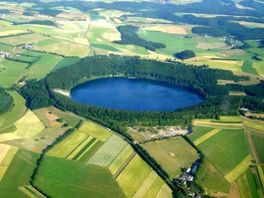 Het lieflijke meer Laacher See herbergt een 'monstervulkaan'.