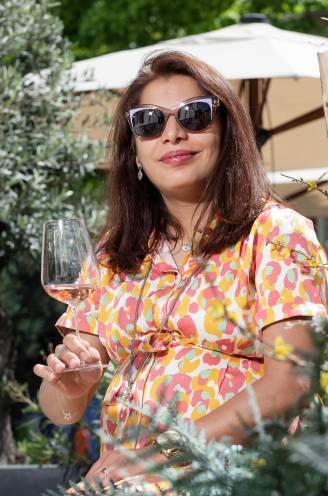 """Onze huissommelier proeft en beoordeelt 20 roséwijnen uit de supermarkt: """"Superlekkere rosé voor maar 4,99 euro bij Aldi"""""""