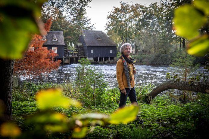 Initiatiefneemster Riet Meijer voor de Hooydonkse Watermolen in Nuenen.