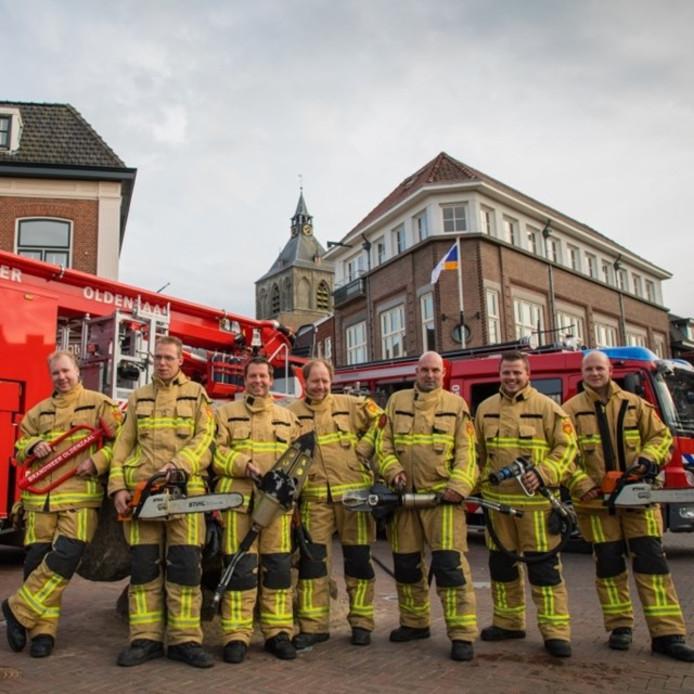 De Oldenzaalse brandweer, met derde van rechts John Roord.