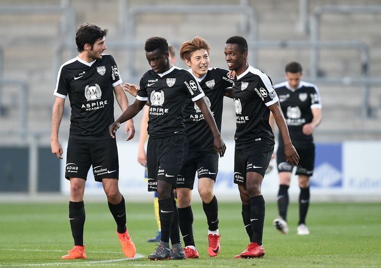Spelers van Eupen vieren een goal in play-off 2.