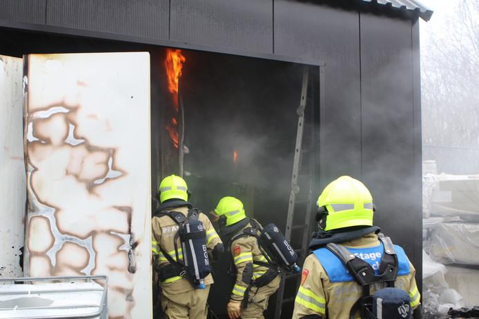 De oven vatte vlam tijdens het testen.