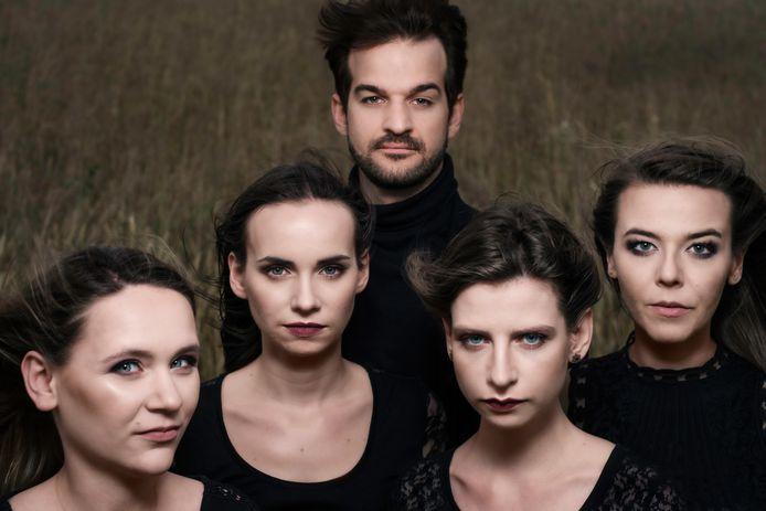 Orkun Aĝir en Antarja Quartet