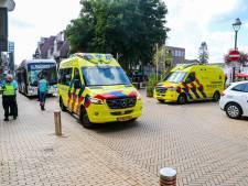 Fietsster (24) naar ziekenhuis na botsing met lijnbus in centrum Apeldoorn